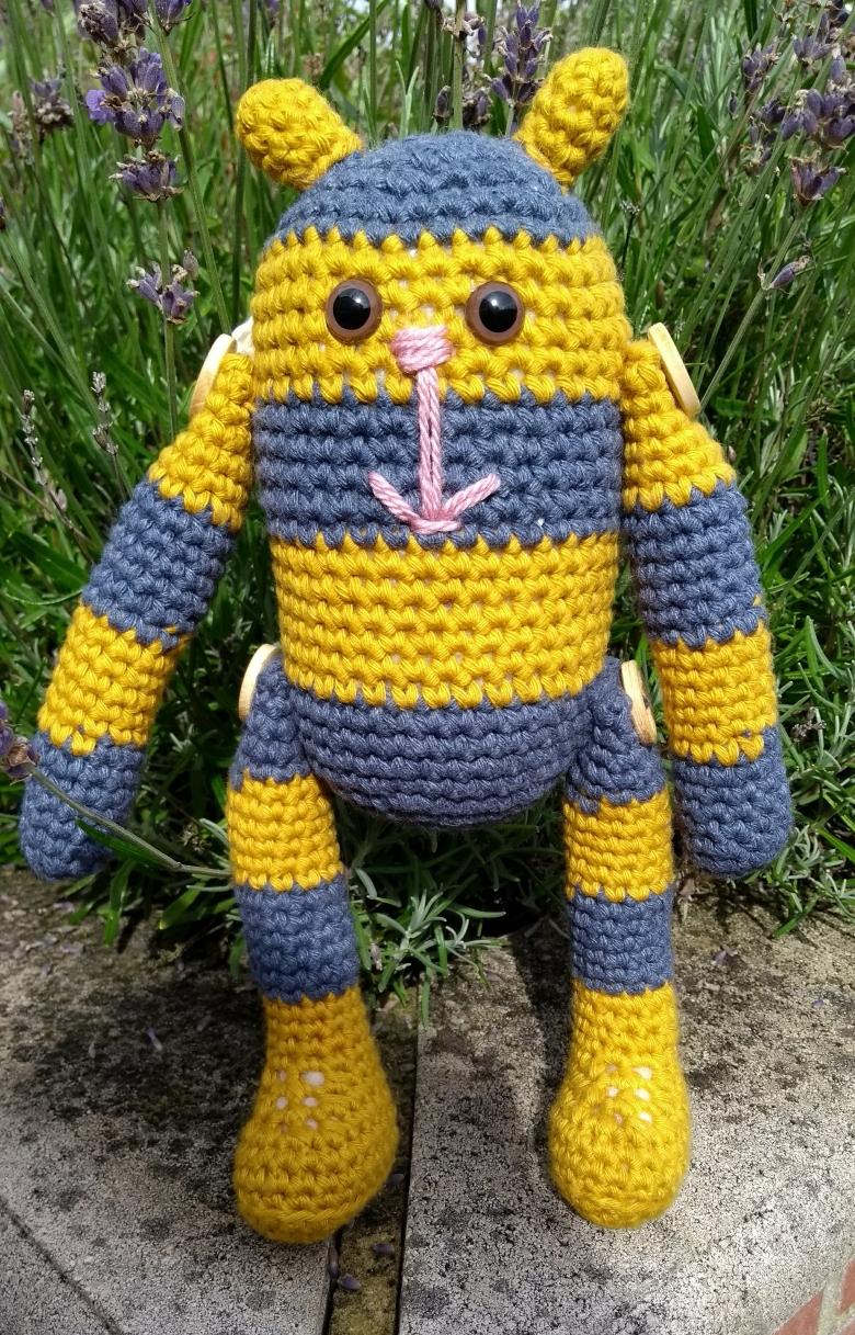 Bumble the Stitchpunk Bee – Crochet Pattern – Travelling Ava